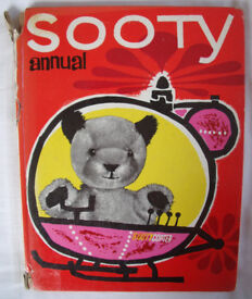 Vintage 1960s? Sooty hardback annual - Sooty in Sootycopter. The Daily Mirror. £3 ovno. Can post.