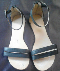 Black Gladiator Style Strappy Flat Summer Sandals with Back Zip Detailing.Size 4.