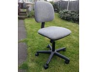 GOOD CLEAN 5 FOOTED OFFICE CHAIR