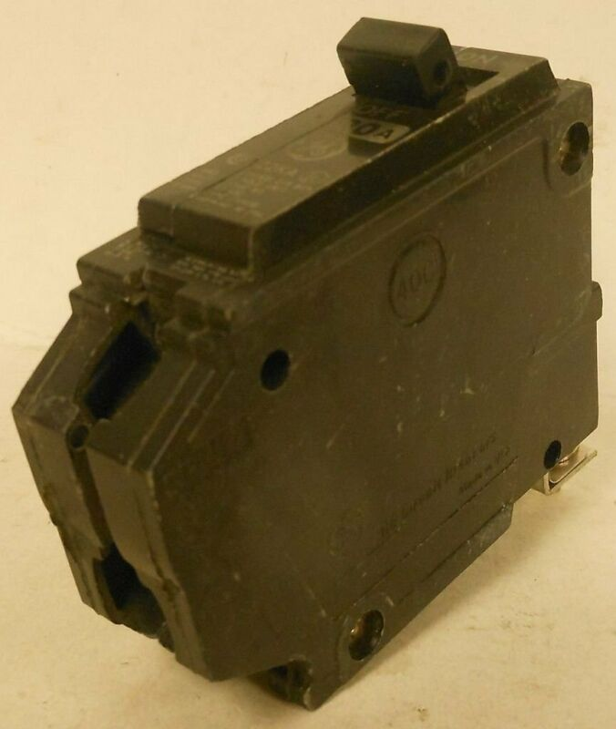 General Electric 1 Pole 120/240VAC Molded Case Circuit Breaker THHQB1120 20A