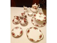 Vintage Royal Albert 23 piece 'Old Country Roses' tea set