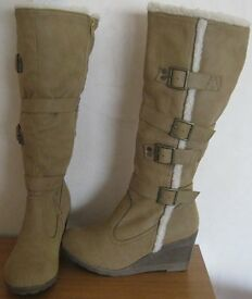 Ladies or Girls Boots, size 4, NEW.