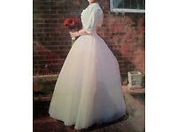 Beautiful Ivory Wedding Dress size 8-10
