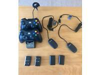 Bundle : 2 x Xbox wireless controllers+Batteries+Venom Docking