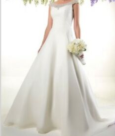 Wedding dress. Size 18. Beautiful condition. Professionally cleaned.