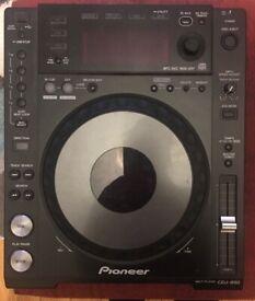 2 Pioneer CDJ 850s Great Condition