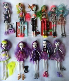 Mix of Monster High dolls from £5 to £9 each. Catrine, Ghoulia, Scarah...