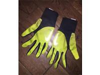 Men or Boys Nike Running gloves. Never worn. Size Small. £5