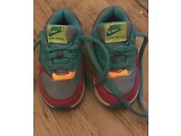 Girls uk 5.5 Nike trainers