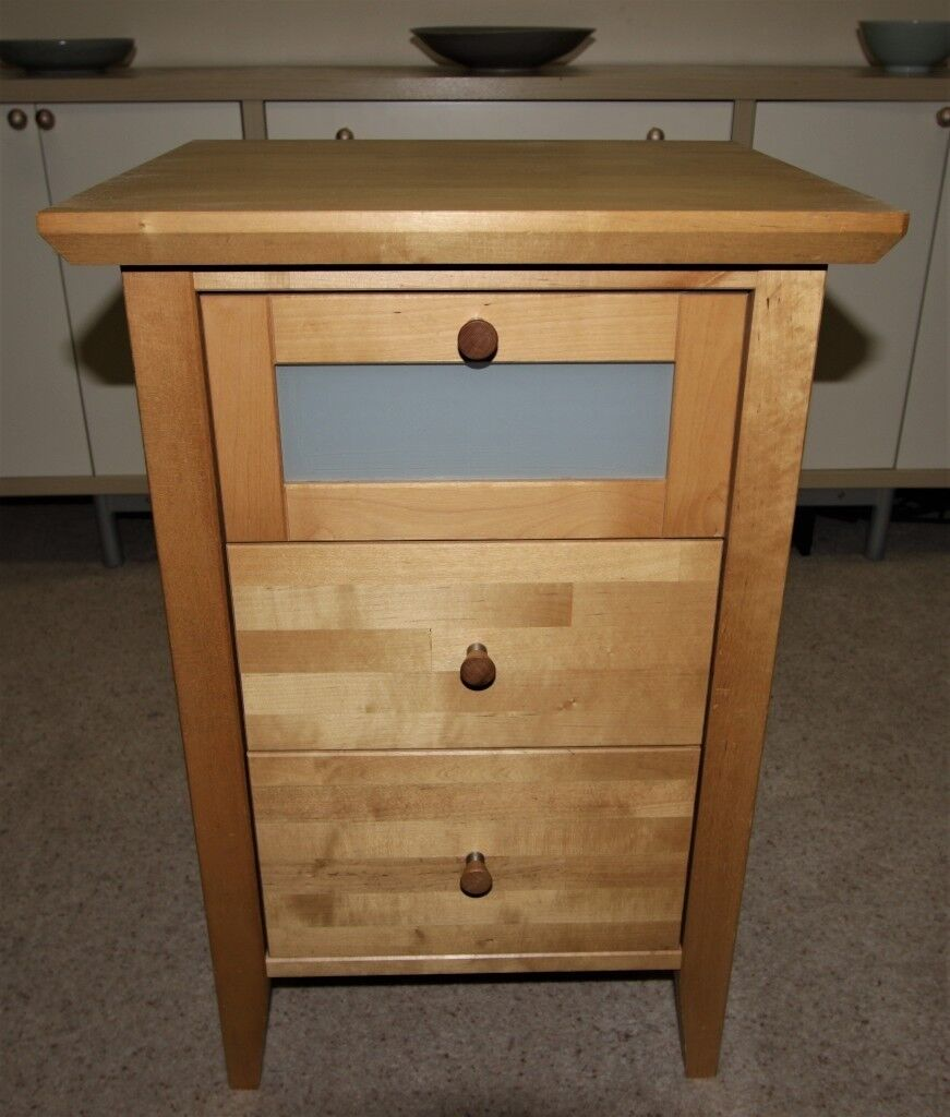 3 drawer solid wood cabinet chest of drawers. Great condition, better than photos.