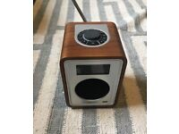 RADIO VITA Audio R1 Tabletop Radio Alarm Walnut DAB/FM