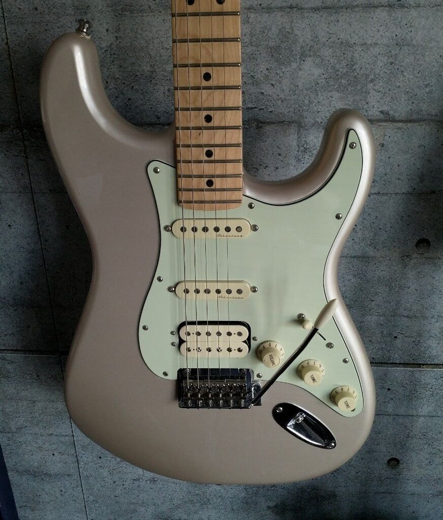 2017 Fender Deluxe Stratocaster HSS (Vintage Noiseless Pickups, S1  switching, locking tuners)