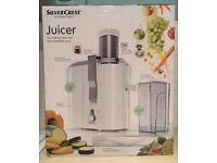Juicer for making fresh fruit and vegetable juice