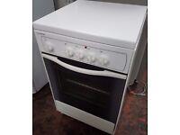 Indesit Electric white freestanding Cooker, model KG 3044