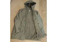 """ORIGINAL ARMY JACKET/COAT WITH HOOD & REMOVEABLE FUR LINING...NEW CONDITION 44"""" CHEST"""
