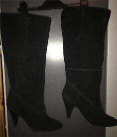 Women's size 6 suede effect boots
