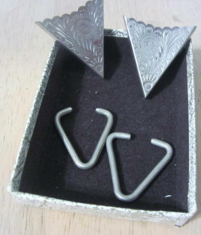 Silver Embossed Collar Tips With Wire Inserts