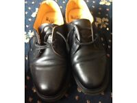 DR MARTENS AIRWAIR INDUSTRIAL MENS SHOES SIZE 8 (as new)
