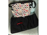 Skip Hop Dash (wave dot) changing bag excellent condition like new