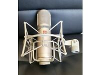 sE2200A Studio Condenser Microphone with Shockmount