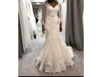 Beautiful Designer Wedding Dress! Excellent condition like New!