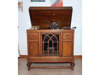 Wind up gramophone in an oak cabinet