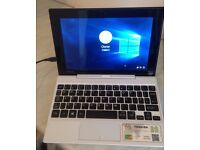 TOSHIBA SATELLITE CLICK N MOVE MINI IN WHITE.(9 INCH REMOVABLE TABLET SCREEN) AS NEW IN BOX