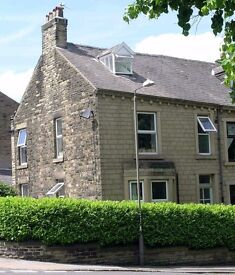 GLOSSOP DOUBLE ROOM IN STYLISH PROFESSIONAL HOUSE SHARE £340 PM INC ALL BILLS