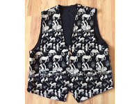 Back and white waistcoat - interesting animal design - Nepal - great condition - XXL - 100% Cotton
