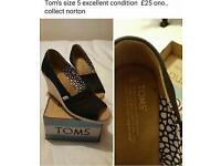Ladies toms size 5