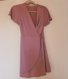 Pink dress, in a very good condition, worn only once. Size 8-10. Selling for £14