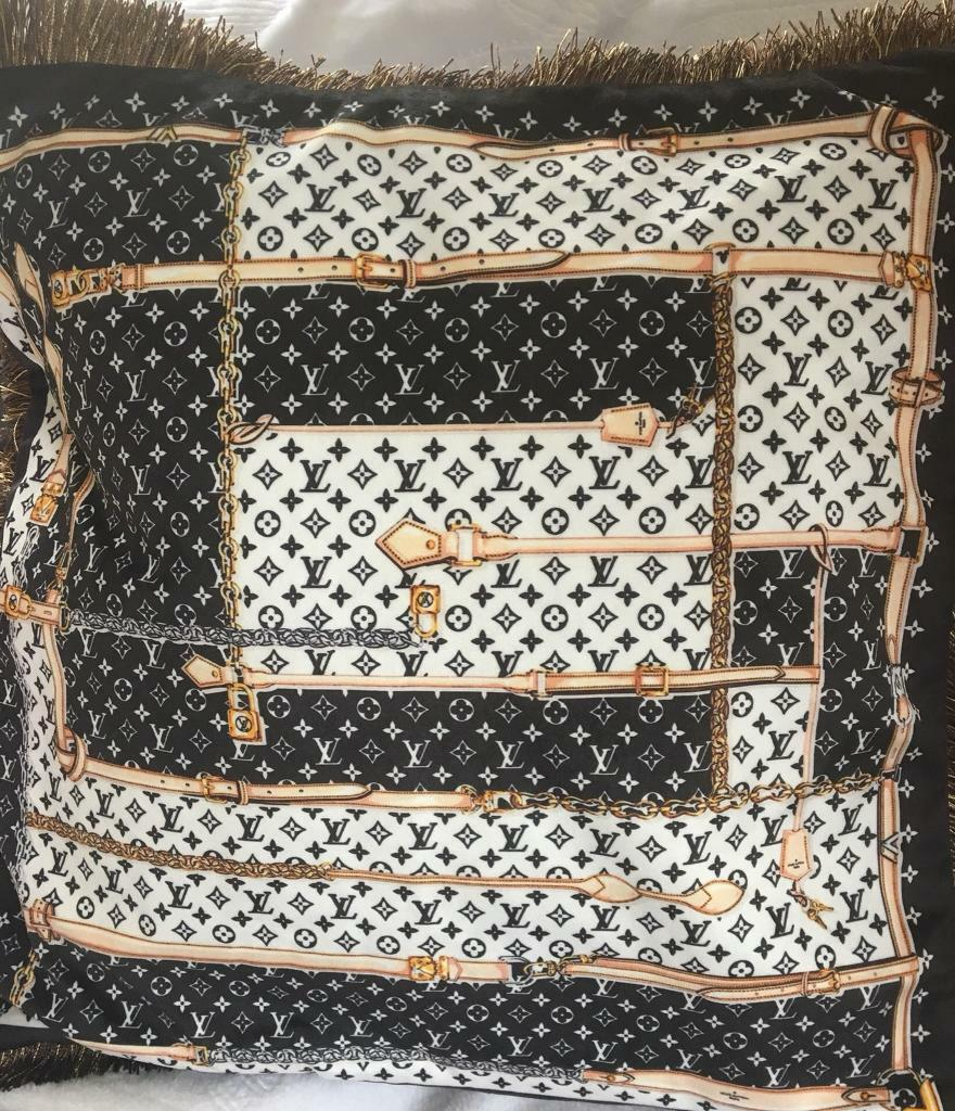 61892cd8e43e Louis Vuitton cushion cover