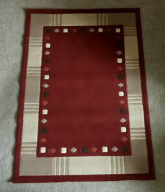 LARGE BURGUNDY and BEIGE RUG by CROSSLEY. 120cm x 170cm. Polypropylene. Ex. Condition.