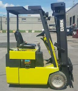 chariot elevateur Clark 3000 Lbs usage mat 3 section 3 wheeler avec side shift . lift cat toyota et ... disponible