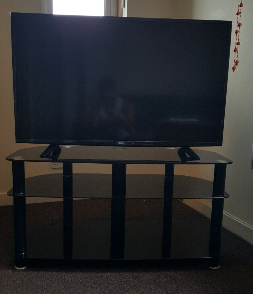 43 Tv Stand Black Glass Like New 25 Only In South Gyle