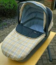 Mama papas carry cot and car seat