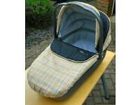 Mama papas carry cot and car seat