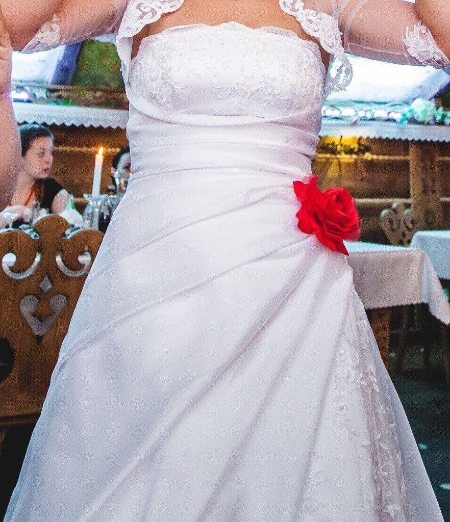 Wedding dress strapless A -line type