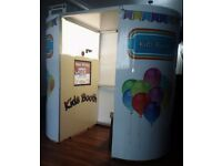 KIDS MINI OVAL PHOTO BOOTH £3,000 EXCELLENT CONDITION ONLY USED A FEW TIMES