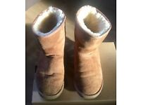 Genuine ugg classic short chestnut boots size 3 CAN ALSO POST