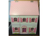 Pretty dolls house REDUCED £20 BARGAIN