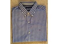 MENS SHIRT. BUTTON COLLAR, BLUE & WHITE STRIPED. BY TOMMY HILFIGER. SIZE LARGE.