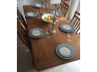 Kitchen - dining room solid oak table and matching chairs from Harveys ALL IN PRISTINE CONDITION