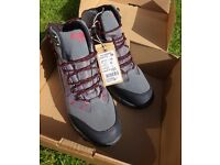 Cotton Traders W/P Graphic Mens Walking Boots Size 9