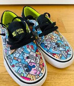 Kids DC shoes size 11