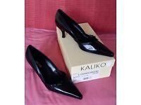 Designer Ladies Court Shoes Size 39, NEW