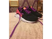 Nike Air Huarache Size 5.5 immaculate condition!