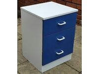 3 drawer bedside unit. 55 x 38 x 39cm. In Good condition