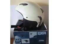 SKI / SNOWBOARD HELMET (size - Medium) Pearlised White