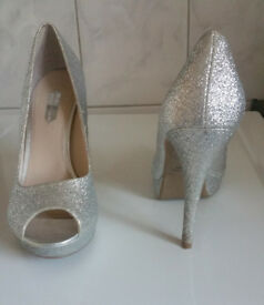 Dorothy perkins heels sparkly silver size 6 only worn once can post